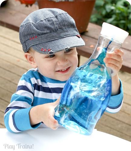 KID SAFE Two-Color Oil and Water Discovery Bottles @ Play Trains! http://play-trains.com/two-color-oil-and-water-discovery-bottles/ These vibrant discovery bottles contain no lamp oil, using all edible ingredients to make them safe for young children to make themselves!