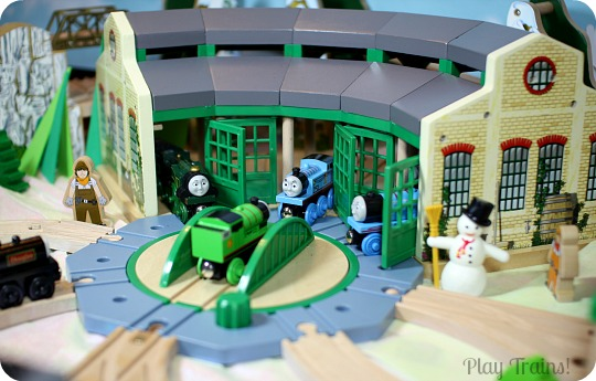 The play trains guide to the best wooden train sets 2017 for Best classic house tracks