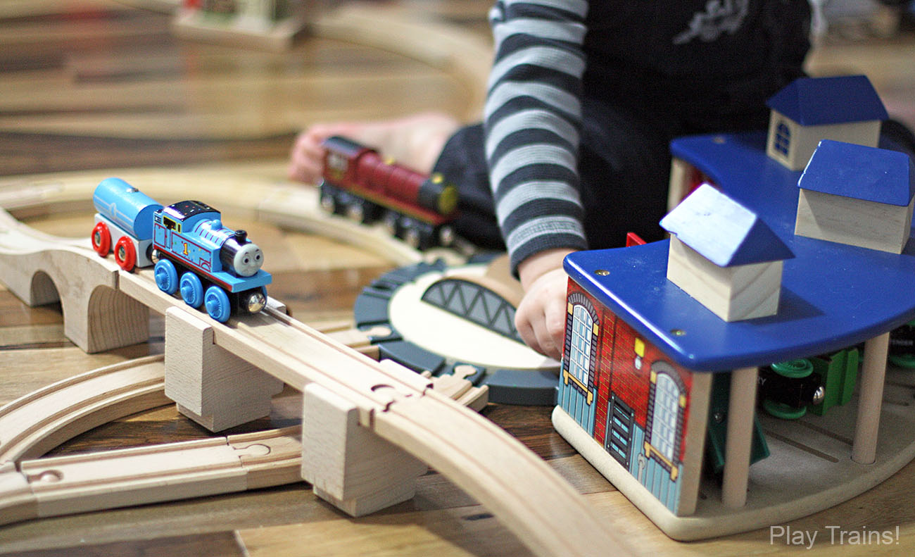 Wooden Train Tracks - The Play Trains! Ultimate Wooden Train Guide
